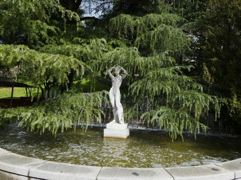 Fountain lady
