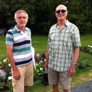Gästeführer (links) und sein Bekannter